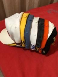 8 chapéus semi novo 150 reais.