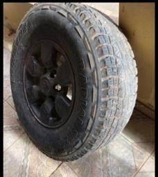 Jogo de rodas 15  com dois pneu   6 furos