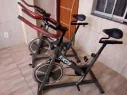 Vende 02 bikes de spinning F4