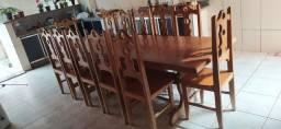 Vendo mesa de jantar com 12 cadeiras em madeira