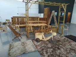 Móveis rústicos + paletes + carpetes