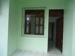 Aluga-se apartamento na Av. Mendonça Furtado, 1940 C, 02 quartos