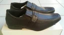 Sapatos sociais masculinos, novos, tamanhos 38 ao 44