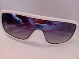 Óculos Biohazard Sol Branco tipo Evoke Usado