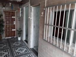Casa 01 dormitório de condomínio - Boqueirão!