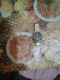 Vendo cordão de prata e relógio