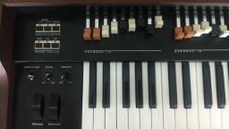 Teclado Tokai TX5 dsPlus simulador de órgão Hammond B3 acompanha semicase Gator