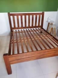 Cama de madeira maciça tamanho queen