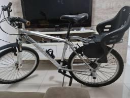Bike em alumínio 24 marchas toda shimano aro 26 com amortecedor e já com cadeirinha.