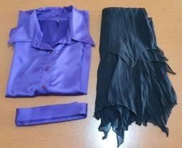 Título do anúncio: Fantasia de Bruxa (Não acompanha chapéu)<br>Veste P e M<br>Acompanha: Camisa com Cinto e Saia