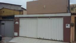 Linda Casa no Montese medindo 6,00m X 33,00m com 5 quartos sendo 4 suítes
