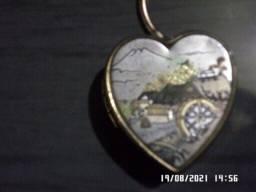 Título do anúncio: Vendo chaveiro metálico dourado com gravura em relevo de Engenho   *