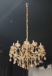 Lustre dourado 12 lampadas amarelas 1m alt, 0,8m largura