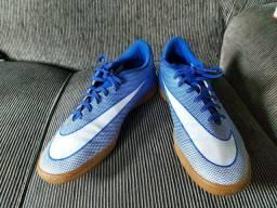 Chuteira de futsal Nike azul