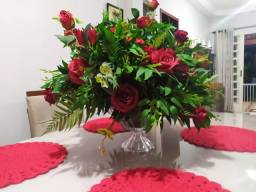 Arranjo de cristal com rosas