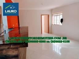 Casa com 02 qtos e área de 400 m² nos fundos no São Cristóvão
