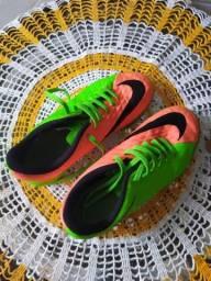 Chuteira Nike original tamanho 33