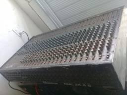 Mesa de som 24 canais com phantom power usada