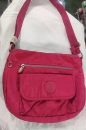 Bolsa de nylon rosa com alça