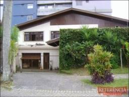 . Casa (3Q) no Ahú -Px. Justiça Federal - Cômodos Amplos - 270m²