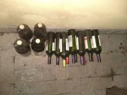 Garrafas Vazias de Vinho e Suco de Uva