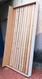 Cama de embutir em madeira com rodinhas