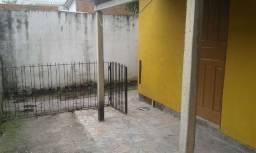 Casa de fundos sem vaga com 2 dormitórios no bairro Camaquã