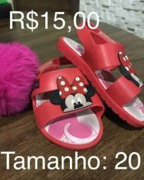 Sapatos e sandálias de menina
