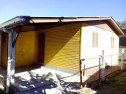 Casa de fundos com 2 dormitórios e vaga no Belém Velho