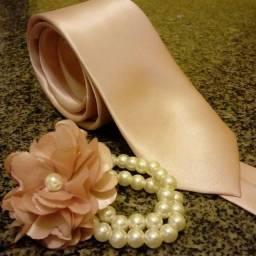 Corsage e gravata rosa antigo