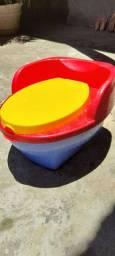 Troninho infantil - Azul, Vermelho e Amarelo