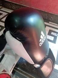 Luva de boxe Adidas R$ 200 reais e protetor bucal incluso.