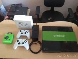 Xbox One 2 controles + bateria + acessórios originais - Até 12x