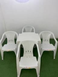 Conjunto 4 poltronas e mesa branco