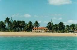 Fins de semana à Beira Mar. Chalés mobiliados com piscina em praia tranquila