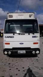 Vende-se Caminhão Baú Ford Cargo 815 S com Plataforma Elevatória !! - 2005