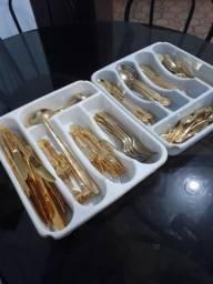 Faqueiro em aço inox banhado à ouro 139 peças