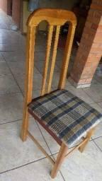 Conjunto mesa e seis cadeiras