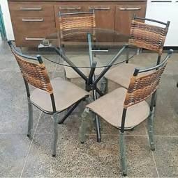 Mesa com 4 cadeiras tampo de vidro temperado (Nova)