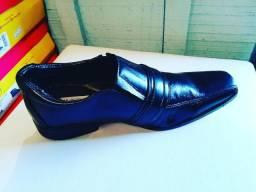 Sapato com um pequeno defeito