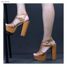 Sandálias meia pata marca Torricella