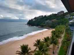 Amplo e confortável apartamento com vista frontal mar