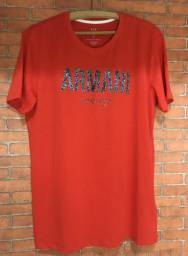 Camisas de várias marcas