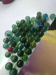 Vende-se coleção de 51 bolas de gude