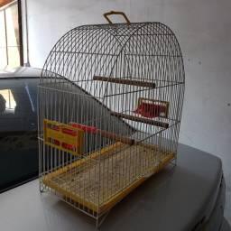 Título do anúncio: Vendo linda gaiola de ferro para canário e outros