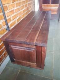 Arca tipo baú em madeira maciça