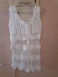 Blusa de crochê branca com flores