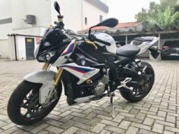 BMW S1000 R Tricolor 2019