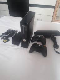 Vendo Xbox Destravado com 79  jogos 2 controles.
