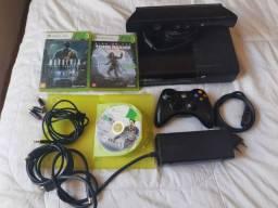 Xbox 360 hd 250 GB mais kinect , 2 controles